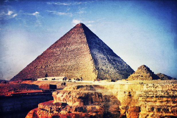 an introduction to the history of the great pyramid Another great thing about the book, and a reason i think so many people love it,   to illuminate a very peculiar episode in ancient egyptian history is just brilliant   but we do know that the pyramid workers were well housed and well fed, and.