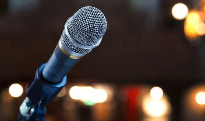 5 Hacks To Improve Your Public Speaking Skills Within Minutes