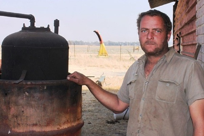 Farmer Makes His Own Diesel Using Plastic Waste